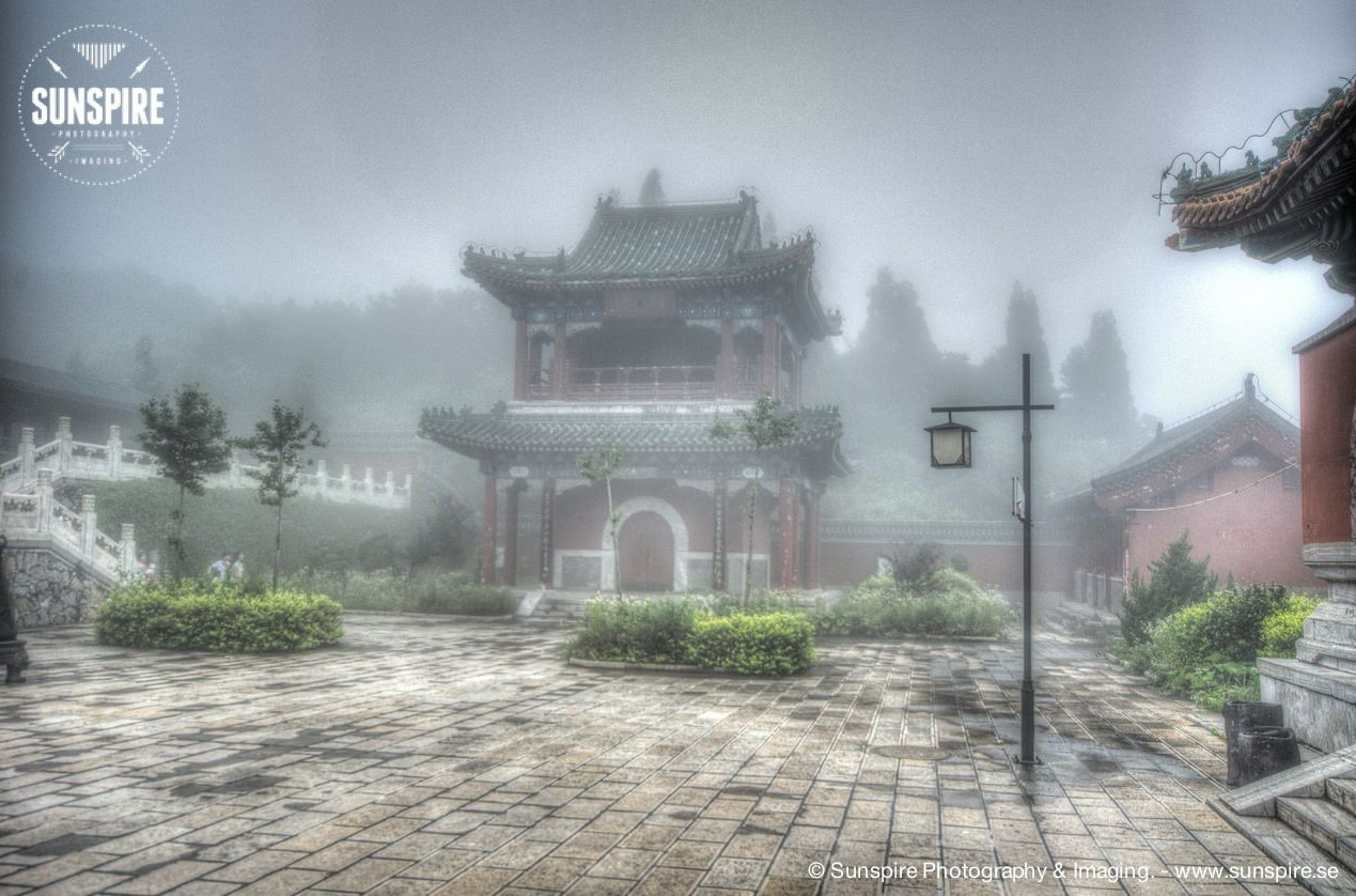 A mysterious temple in the fog and clouds.... Tianmenshan Mountain Temple